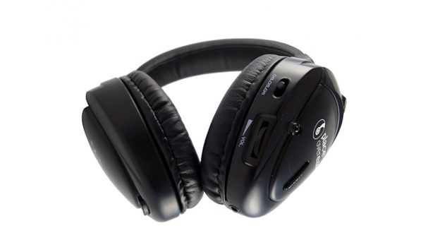 For audience comfort, silent cinema headphones should be light-to-wear and feature on-board volume and channel controls