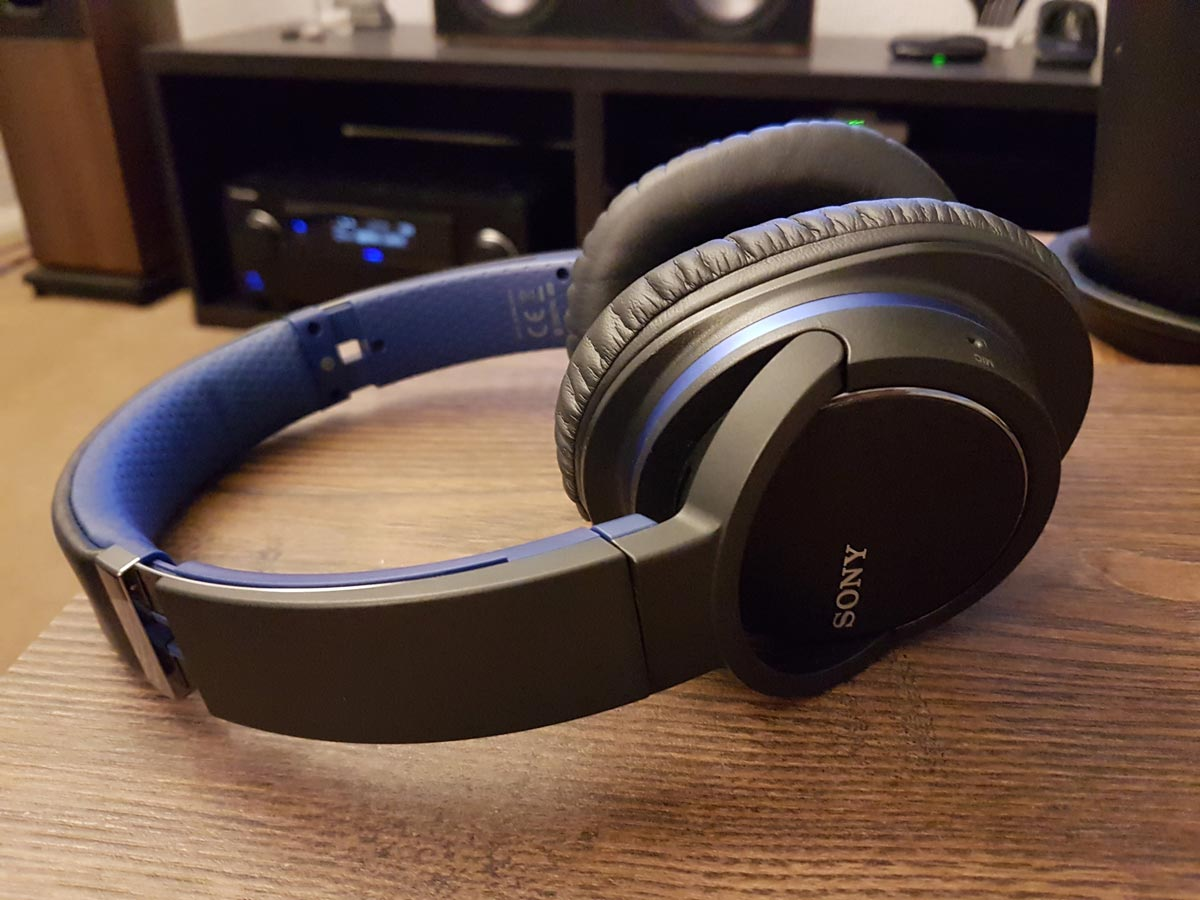 An image of Sony MDR-ZX770BN noise cancelling headphones